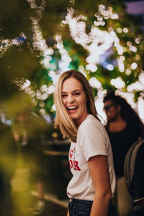 nasmijana djevojka